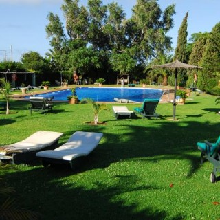 Jiva/Anand Yoga Retreat Tarifa Sunbeds am Pool
