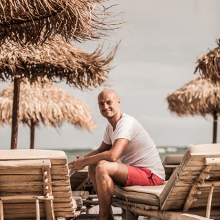 Yoga München / JIVA/ANANDYOGA SHALA MAXVORSTADT / Yoga Retreat Mykonos Yogalehrer Cezary