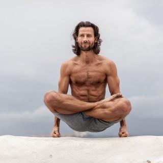 Yoga München / JIVA/ANANDYOGA SHALA MAXVORSTADT / Yoga Retreat Mykonos Yogalehrer András