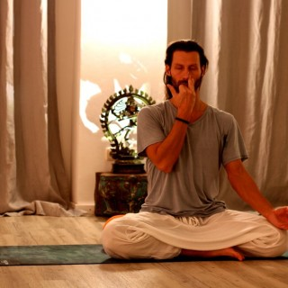 Yoga München / JIVA/ANANDYOGA SHALA MÜNCHEN MAXVORSTADT / Yoga Private Class András Csiz Pranayama